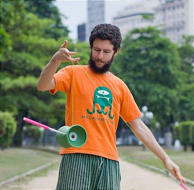 Camisetas Exclusivas Malabarize-se com o monstrinho verde!