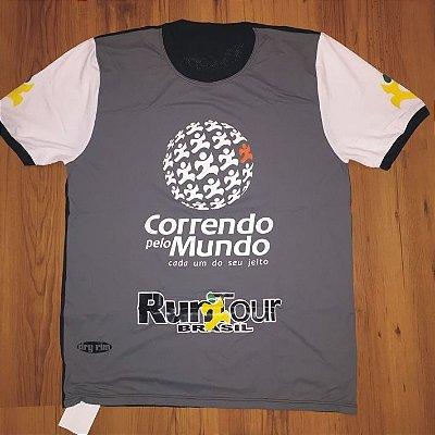CAMISETA CORRENDO PELO MUNDO - LINHA DRY-RUN - 100% POLIAMIDA - MASCULINA - CINZA/PRETO - TAM. P