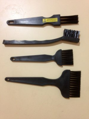 ANTI-STATIC BRUSH KIT
