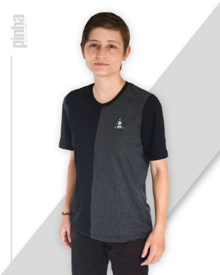 Camiseta Half-Side- Sustentável Preto e Tundora - Pinha Originals