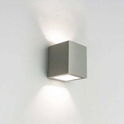 Arandela Newline Iluminação LED Cubo Sobrepor Quadrado Alumínio Vidro 8,5x10,3cm 2x PCI LED 6W 9586LED1FF Parede Muro Banheiro Sala
