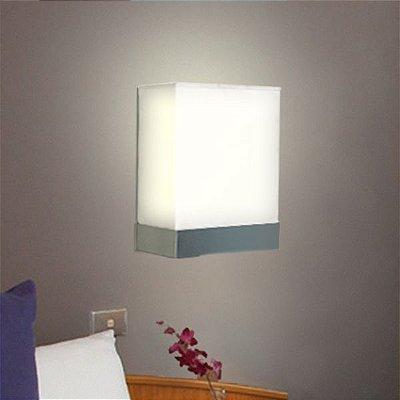 Arandela Golden Art Amb. Interno Quadrada Branca Tecido 27x33 Suite E-27 P344 Entradas Quartos