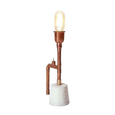 Abajur LUMINÁRIA DE MESA Klaxon Iluminação 1879 Albert Tubular Canos Base Concreto  14 cm x 31 cm x 9,1 cm