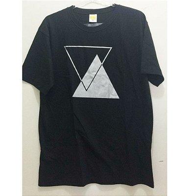 Camiseta M Preta com estampa Prateada Símbolo