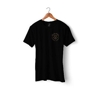 Camiseta Sand Walk | Preta | Logo dourado