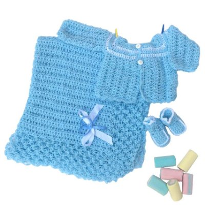 Conjunto Casaquinho, Sapatinhos e Manta em Crochê Azul c/detalhes brancos