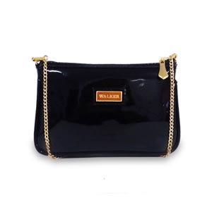 bolsa pequena preta transversal com alça de corrente dourada
