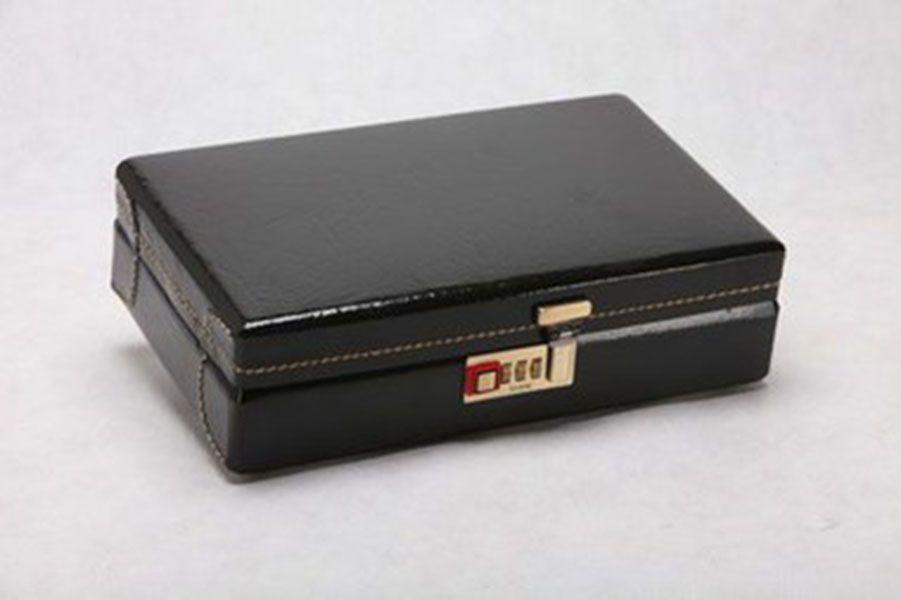 Caixa para 22 Canetas Couro Preto - Donare Presentes 5dc6729a9a