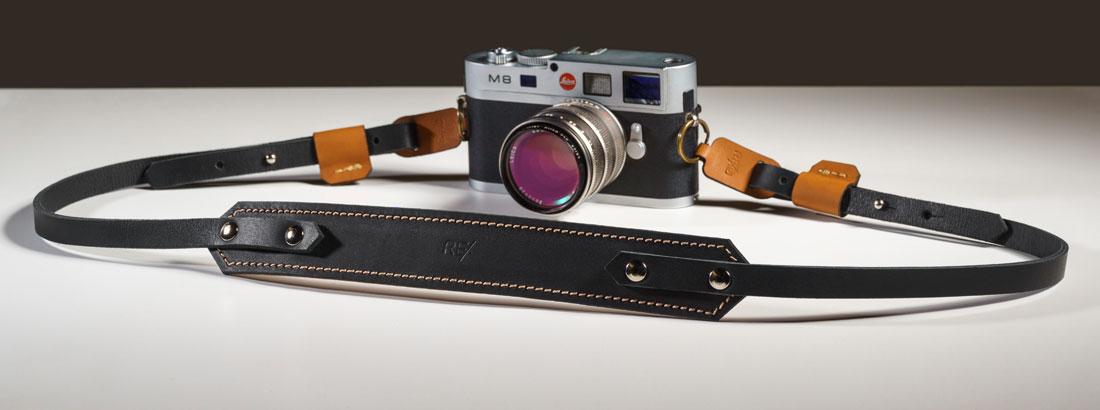 Alça para Câmera Fotográfica em couro preto com detalhes em Caramelo.