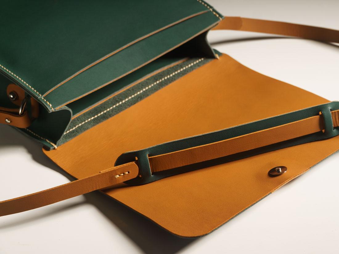 A bolsa Alma possui dois bolsos internos.