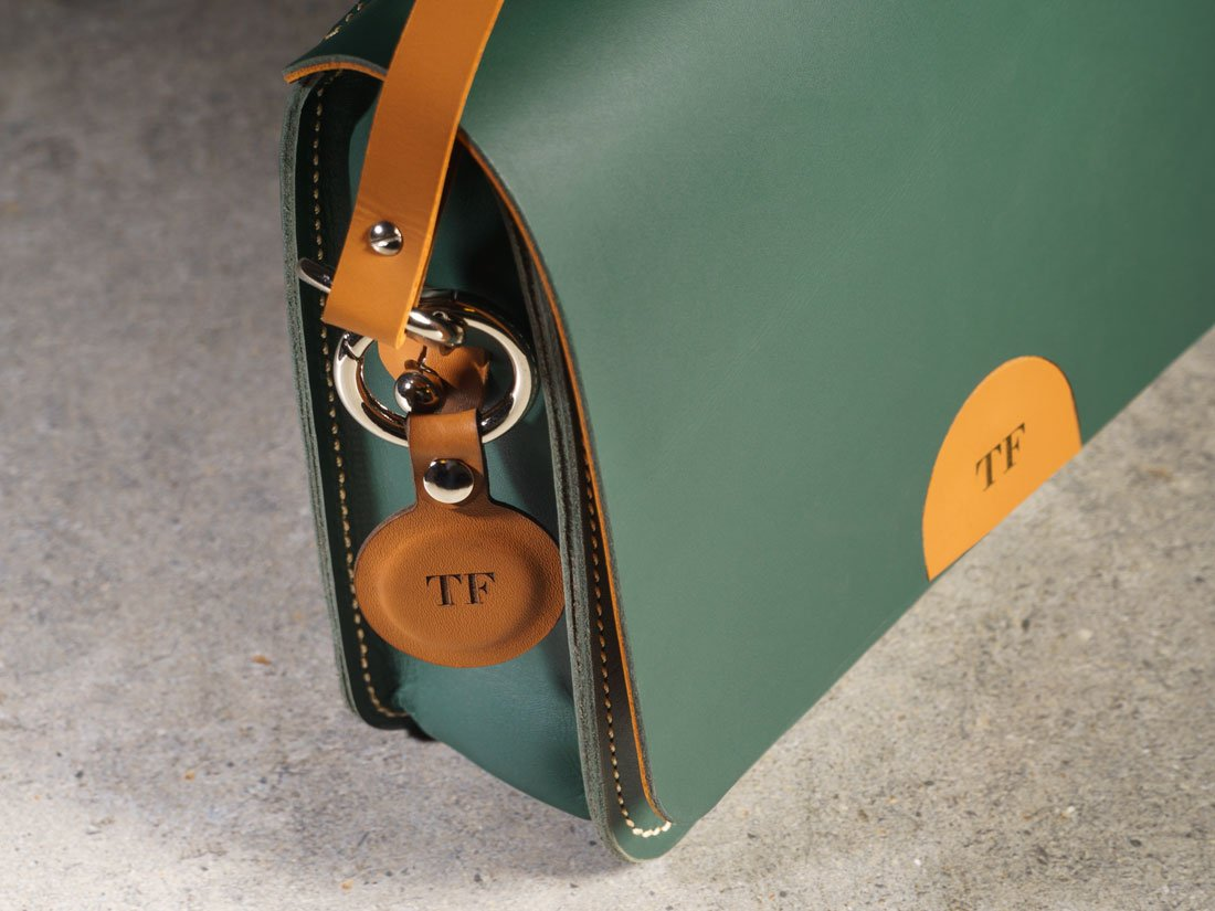 Você pode escolher até 3 letras para personalizar a sua bolsa Alma.