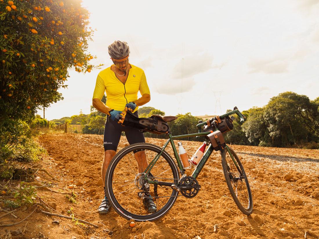 A bolsa de selim Virola é perfeita para viagens de cicloturismo, trilhas e até longos percursos de bikepacking.