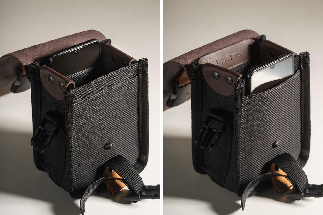 Bolso interno no fundo da bolsa para acondicionar um smartphone e bolso externo frontal que fica protegido pela tampa em couro.