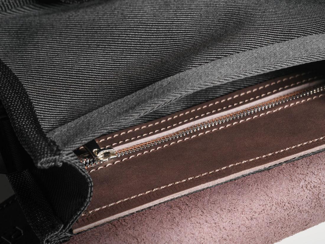 Bolso interno fechado com zíper para itens pequenos.