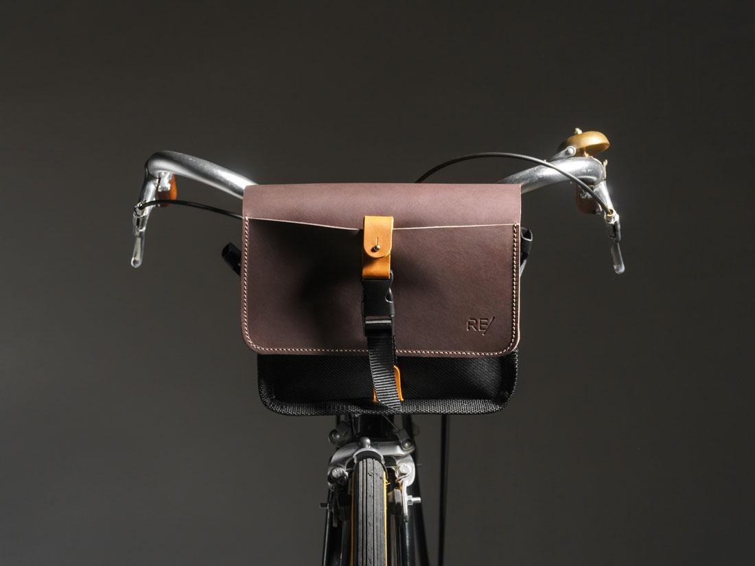 Bolsa Sela usada no guidon de uma bicicleta speed clássica.