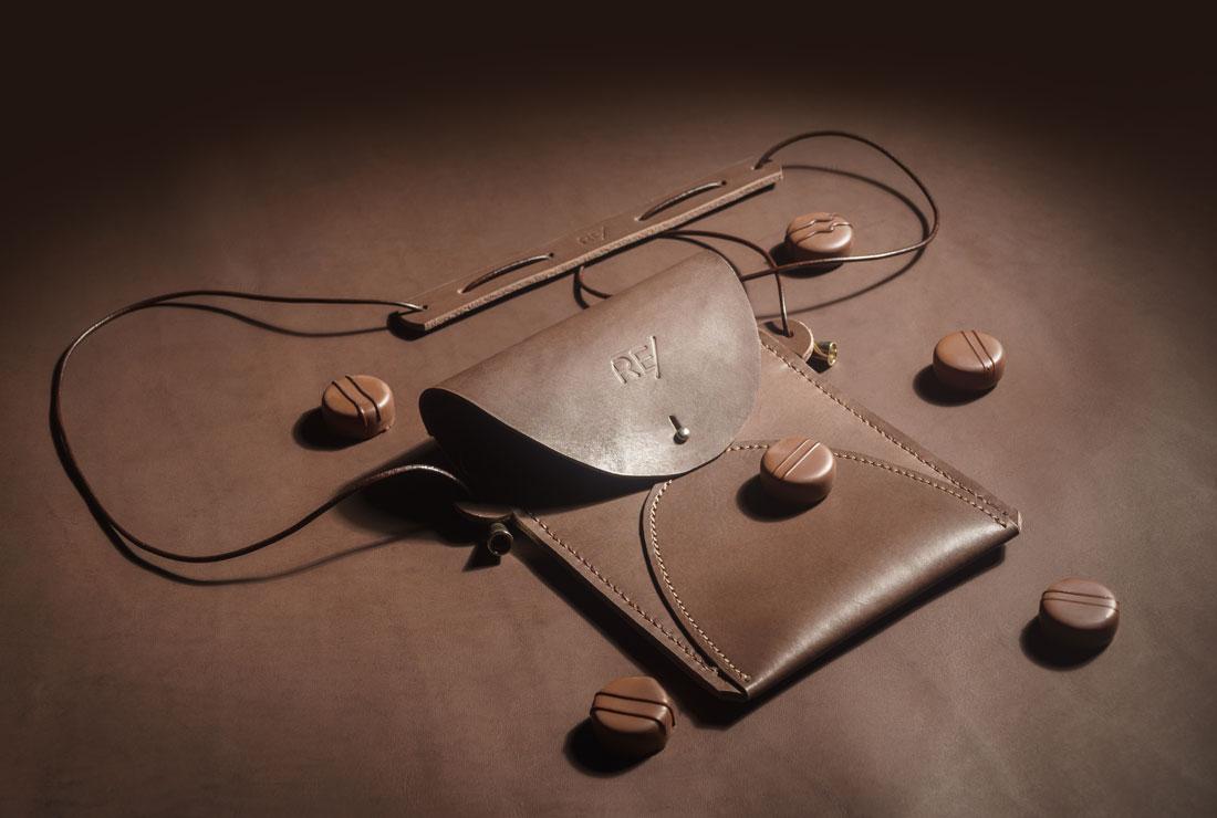 Bolsa Zazá em couro Marrom Chocolate.
