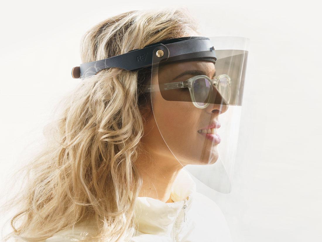 O Faceshield Esporte pode ser usado em conjunto com óculos de sol ou de grau.