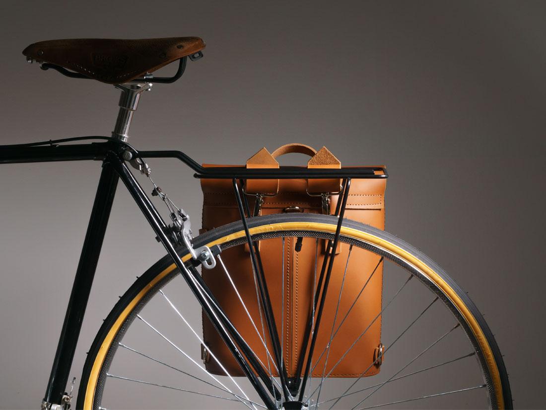 Kit para Bicicleta com Mochila Pala Caramelo