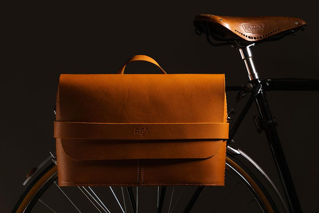 Messenger Pala Grande Caramelo com Kit para Bicicleta
