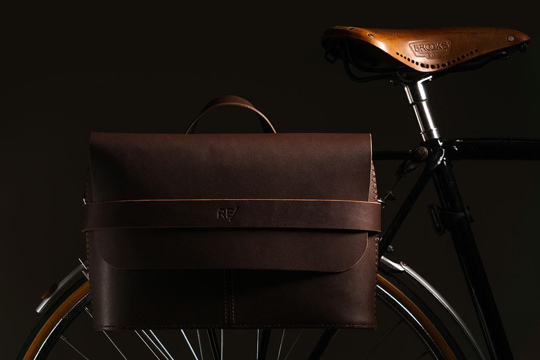 Messenger Pala Grande Marrom Café com Kit para Bicicleta