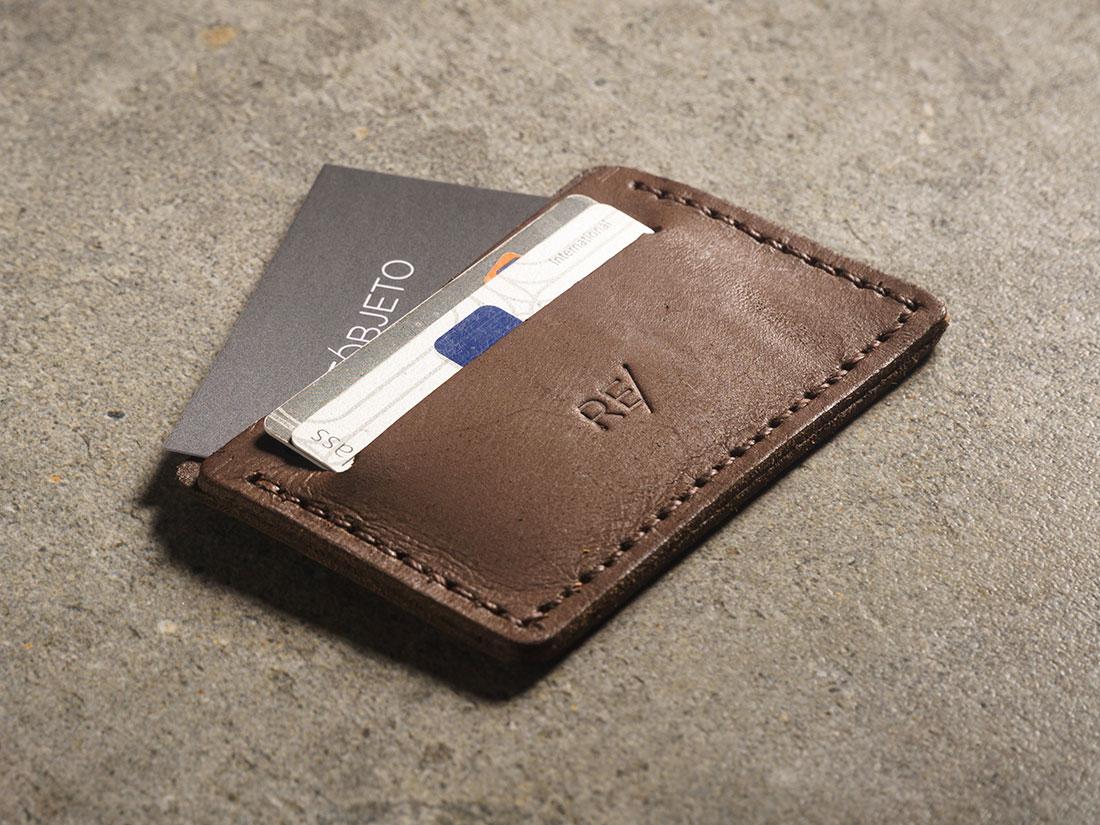 Mini-carteira para CNH e cartões.