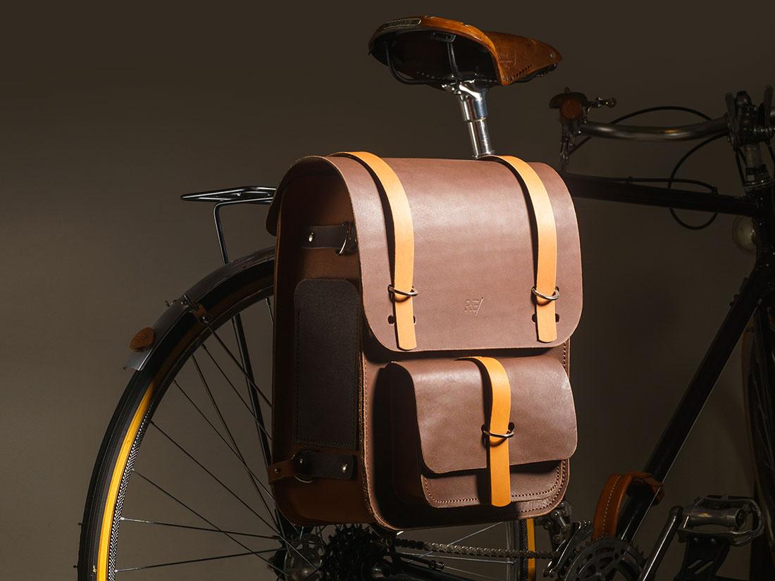 Mochila Montaria Bicolor com Kit para Bicicleta