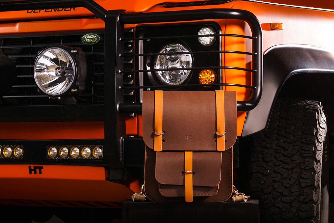Mochila Montaria com um Land Rover Defender