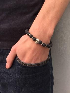 pulseira-masculina-pedra-lava-vulcanica-com-caveira