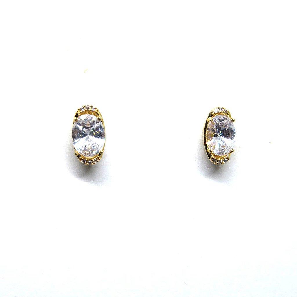 bd7c8c65a7ab3 Brinco ponto de luz oval com zirconia folheado em ouro 18k ...