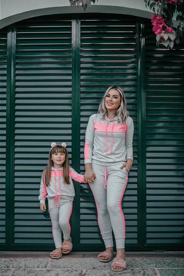Blusa e Calça Cinza com Faixas Neon Rosa Mãe e Filha