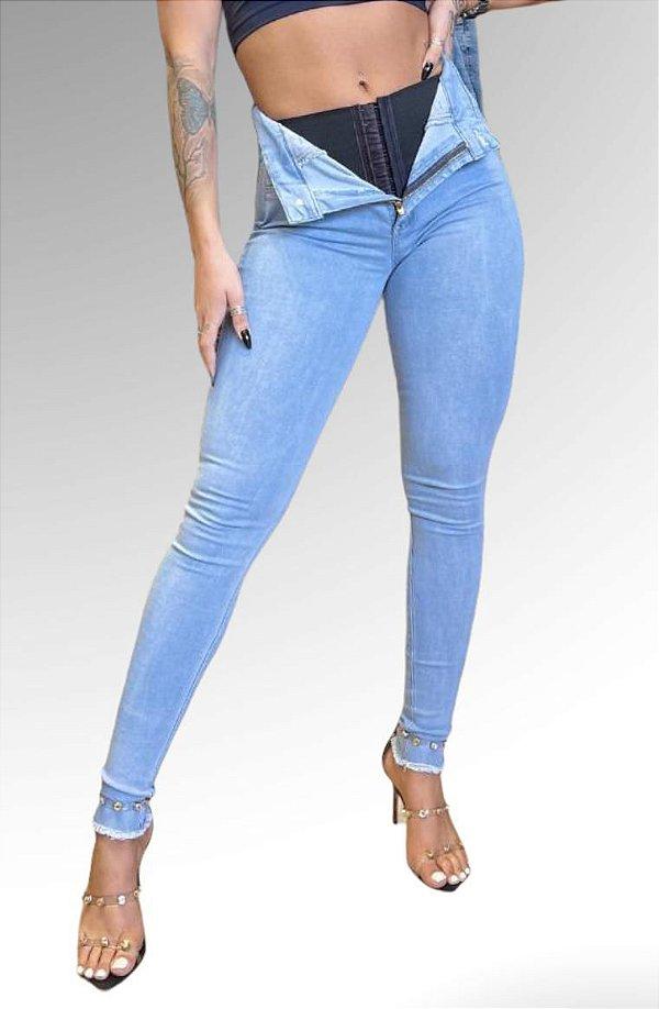 Calça Jeans Barra Desfiada Clara Com Cinta Super Lipo