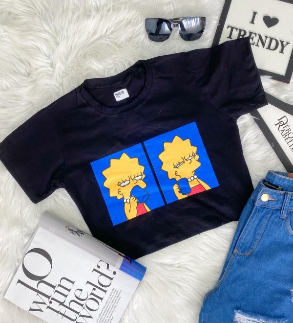T-Shirt Cropped Lisa Acordando
