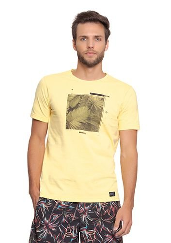 Camiseta Masculina Amarela c/ Estampa de Folhas
