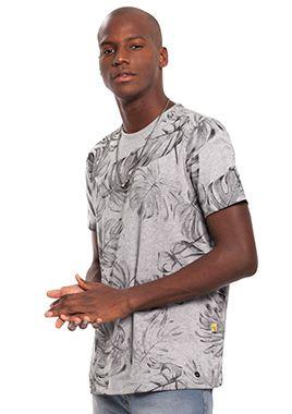 Camiseta Masculina com Estampa de Folhas