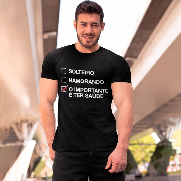 "Camiseta Básica Frases De Carnaval ""Importante É Ter Saúde"""
