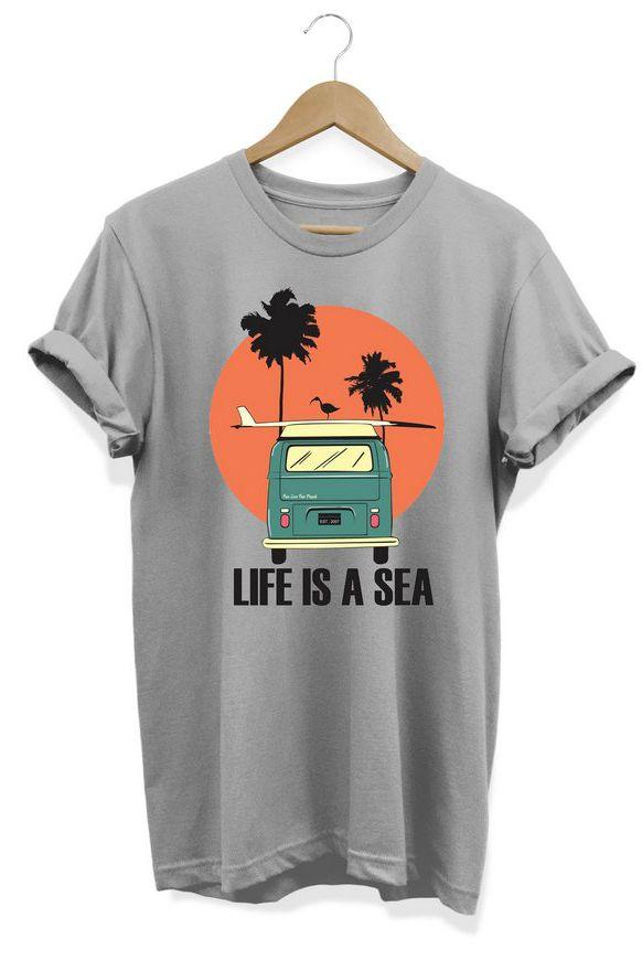 Camiseta Unissex Life Is A Sea