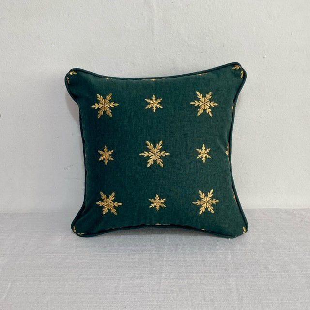 Capa Para Almofada Verde Bordada Snow Dourado