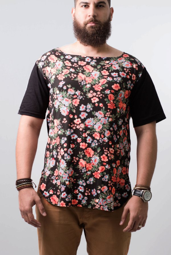 camiseta oversized floral e costas black