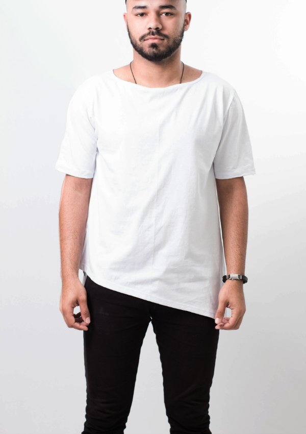 camiseta oversized barra lateral