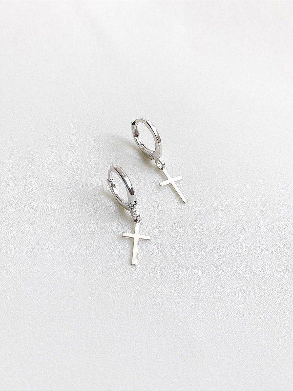 Brinco Argolinha com crucifixo prata com fecho em click antialérgica
