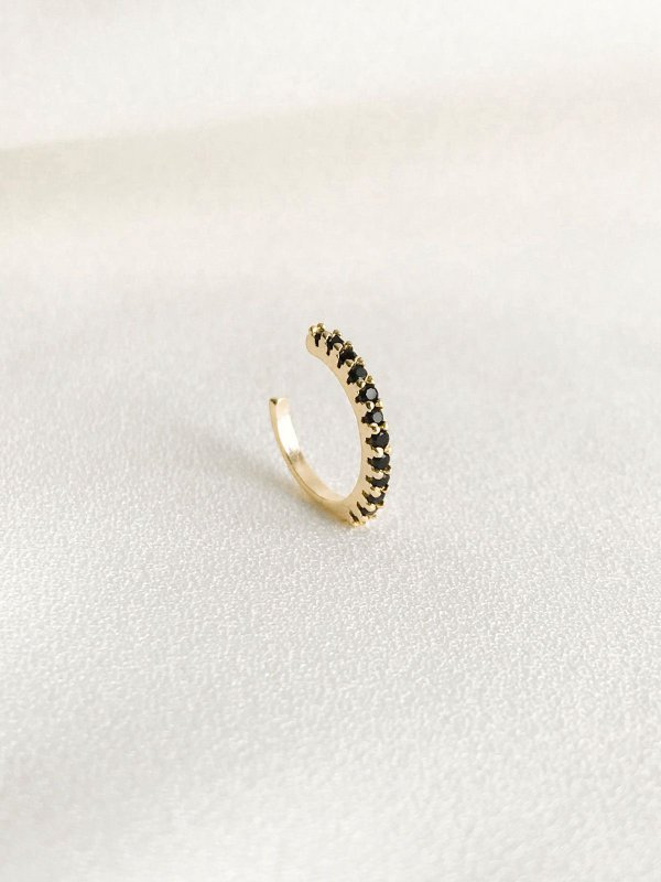 Piercing Fake Luna fino com cravação de ônix folheado a ouro 18K