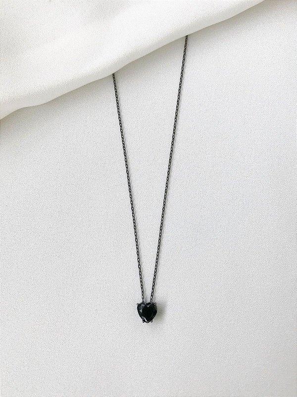 Colar Coração de Pedra ônix com acabamento em banho negro