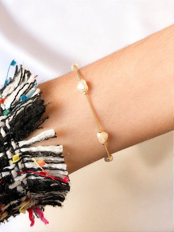 Pulseira Love Pearl em pérolas barrocas em coração folheada a ouro 18K