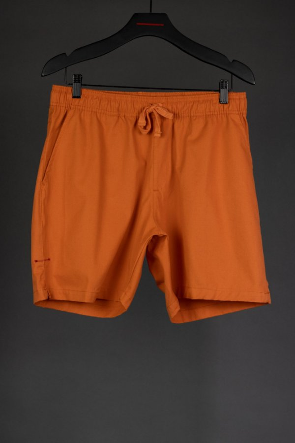 short sarja laranja