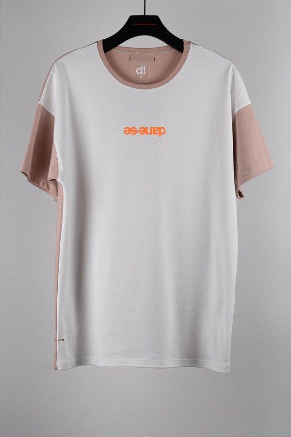 camiseta over modernista off/rosa