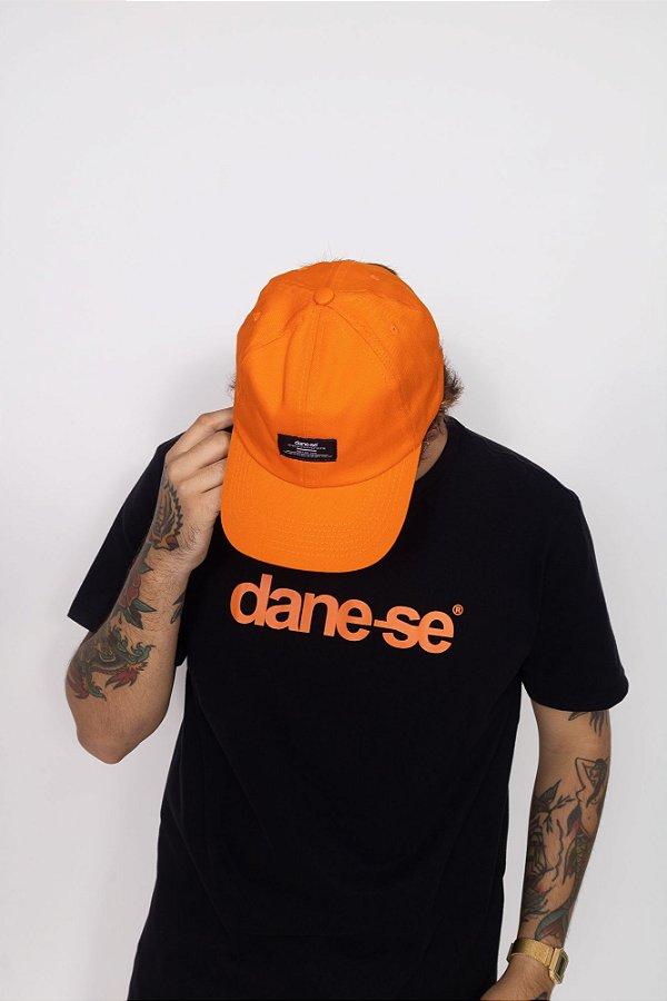 bone dane-se tag laranja