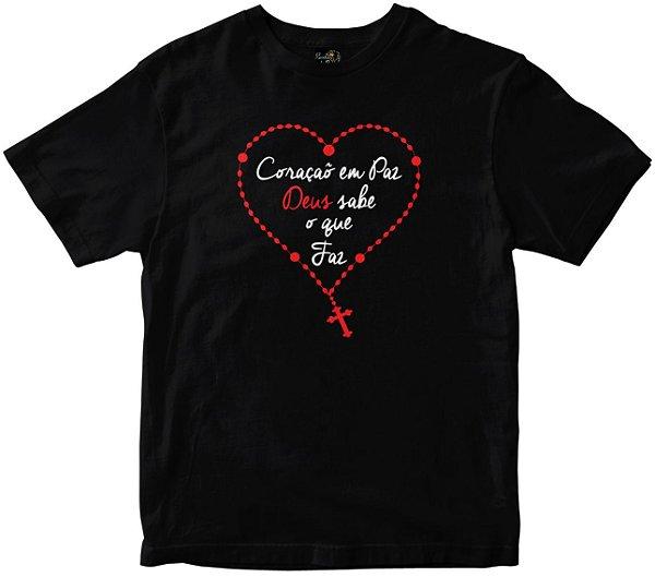 Camiseta Coração Em Paz Deus sabe o que faz preta Rainha do Brasil