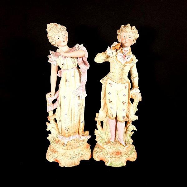 Par de Figuras de Porcelana Alemã