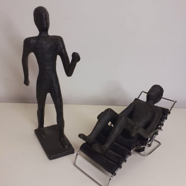 Escultura Terapeuta e Paciente em Metal