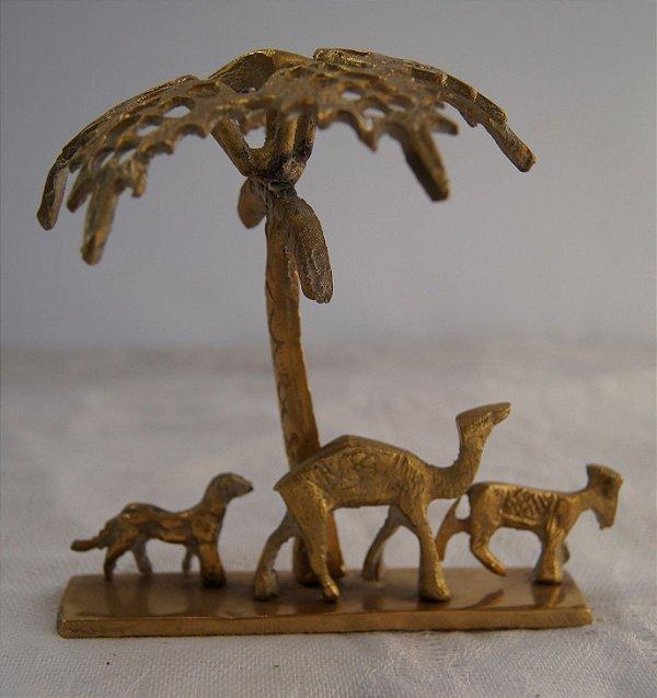 Escultura Em Bronze Camelo E Árvores